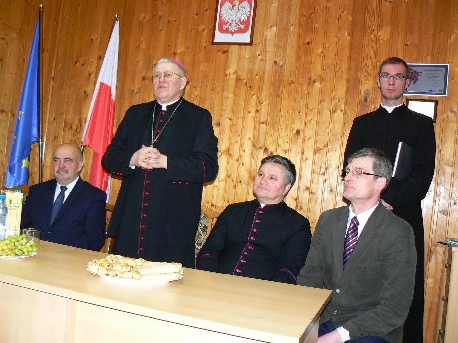 Wizyta Biskupa ełckiego  wUrzędzie Gminy wWiżajnach